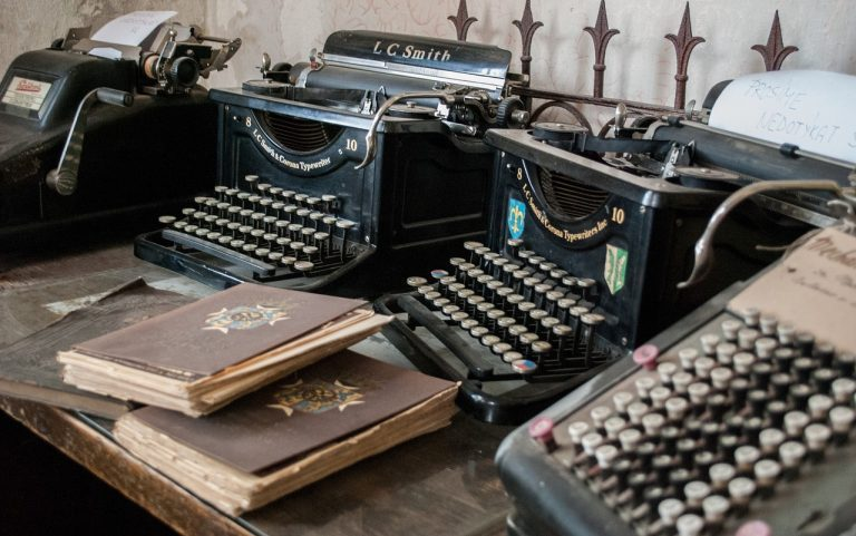 dia_da_secretaria_4  O principal instrumento da Secretária era a máquina de escrever.